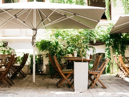 Schönster klassischer Schanigarten Wien TIAN Bistro