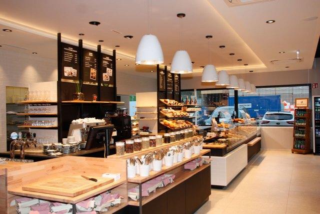 Auf 300 Quadratmetern genießen die Besucher der Haubis Backstube & Café in Hagenberg zahlreiche Frühstücksvariationen sowie eine große Auswahl an Brot, Gebäck, Mehlspeisen und Snacks.