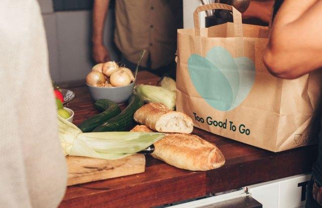 """Überschüssiges Essen verkaufen in einem """"Überraschungssackerl"""" werden überschüssige Lebensmittel der Partnerbetriebe gesammelt"""