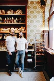 Manuel Köpf und Andreas Knünz haben bereits vor sieben Jahren in Wien Neubau mit dem WIRR auf der Burggasse 70 Wurzeln geschlagen. Ein weiteres WIRR eröffneten sie 2016 am Brunnenmarkt. Jetzt setzen sie ihre Gastro-Geschichte in der Burggasse 51 fort