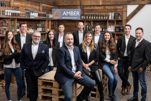 Im Taistingroom versammelt, das Team von Amber Austria mit Geschäftsführer Markus Panzl (vorne).