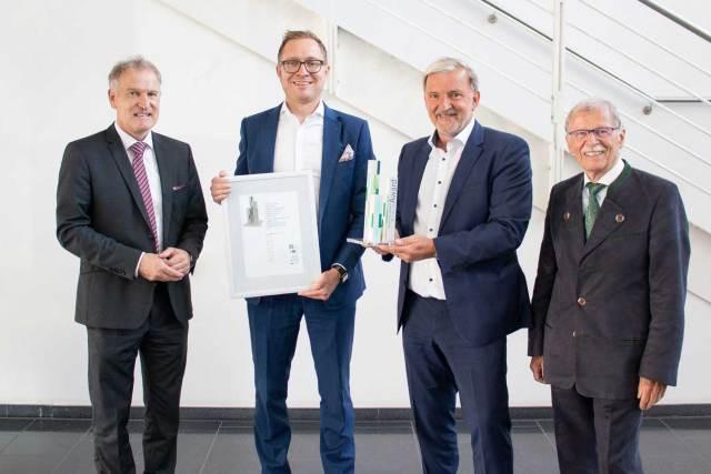 Auszeichnung für Rational (v. l.): Prof. Dr. Bertram Lohmüller, Rober Munday, Peter Wiedemann, Prof. Dr. Rolf Pfeiffer