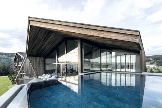 Geradlinige Architektur im Aeon Hideaway.