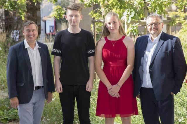 Lehrabschlüsse in Graz Erfolgreicher Lehrabschluss: Bettina und Thomas mit Günter Schober (links im Bild) und Gerald Schober (rechts im Bild), jeweils Gourmet-Gebietsleiter Betriebsgastronomie.