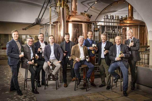 Die Mitglieder des neuen Vereins Unabhängige Privatbrauereien Österreichs (v. l.): Josef C. Sigl (Trumer Privatbrauerei), Josef Rieberer (Brauerei Murau), Karl Trojan (Bierbrauerei Schrems), Hubert Stöhr (Brauerei Schloss Eggenberg), Heinz Huber (Mohrenbrauerei), Ewald Pöschko (Braucommune Freistadt), Klaus Möller (Privatbrauerei Hirt), Dr. Heinrich Dieter Kiener (Stieglbrauerei zu Salzburg), Siegfried Menz (Ottakringer Brauerei) und Karl Schwarz (Privatbrauerei Zwettl).