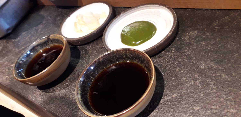 Sojasaucen aus österreichischen Sojabohnen und geröstetem Einkorn aus Niederneukirchen. Das Kürbiskern Shoyu wird mit dem Kürbiskern-Presskuchen und Weizenmehl vom Biohof Leitner in Regau hergestellt.