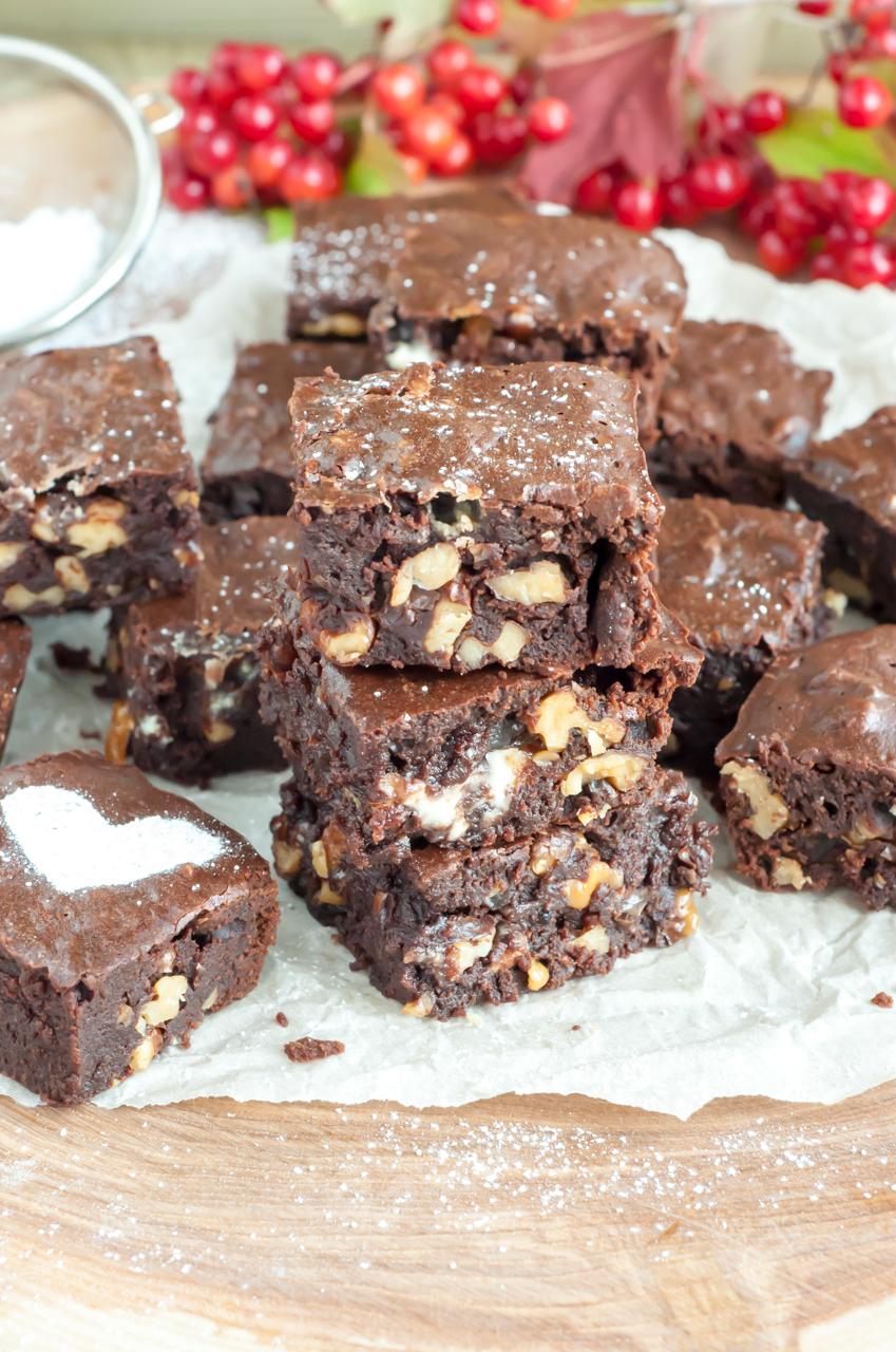 Walnut and White Chocolate Brownies - GastroSenses