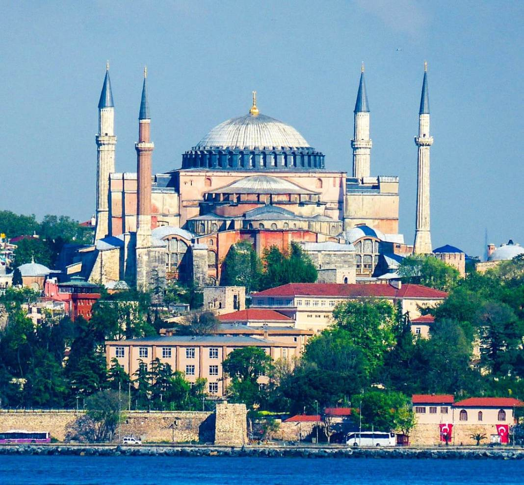Visiting the Hagia Sophia -The best things to do in Istanbul- #turkey #balkan #Istanbul #travel #traveltips #architecture #museum #mosque #art #travelblog #travelblogger #hagiasophia #ayasophia