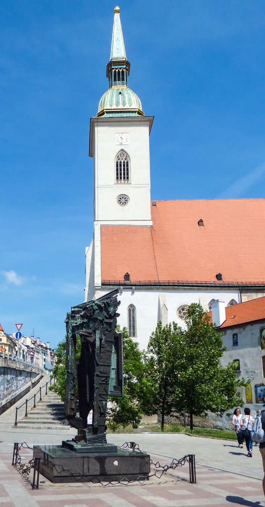 All the main sights in Bratislava in a quick guide – old town, blue church, the castle, the opera house, foodie tips, SNP bridge - #bratislava #slovakia #cityguide