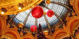 The Paris Christmas Guide: #paris #christmas #whattosee #france #europe t #travel #travelblog #travelguide #tips #attractions #sightseeing #foodies #decorations #xmas #lights #decorations