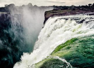 The complete guide to Victoria Falls -#travel #VicFalls #travelblog #destinationguide #africa #zambia #zimbabwe #victoria falls #whitewater #bungee #skydiving #safari
