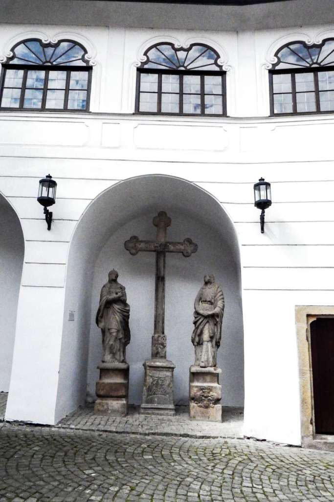 What to do in Cesky Krumlov -#czechrepublic #stay #foodie #traveltips #travelphotos #europe #travelblogger #travel #travelphotography #travelpictures #easterneurope #ceskykrumlov #travelblog #Czechia #UNESCO
