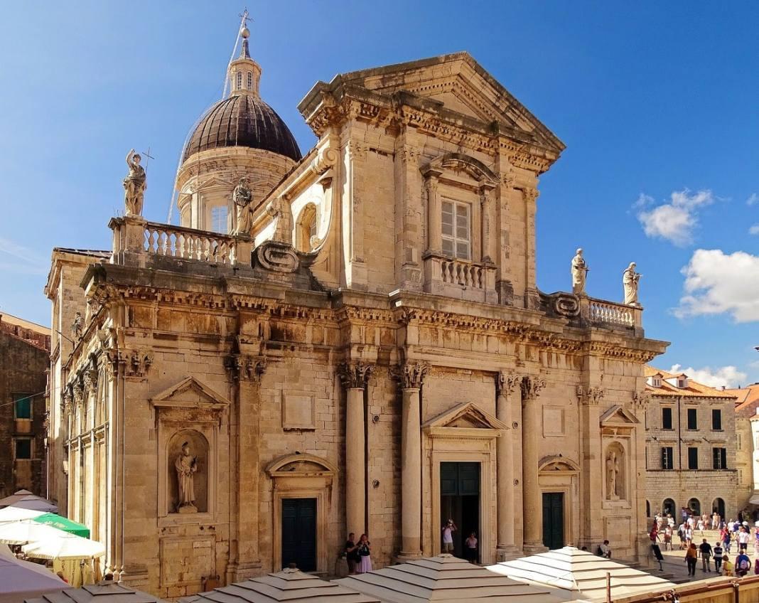 What to see in Dubrovnik in 1 day- #sightseeing #Dubrovnik #Croatia #travel #destinationguide #Balkans #oldtown #CroatiaTravel #ThingstodoinCroatia #europe #traavelblog #cityguide #traveltips