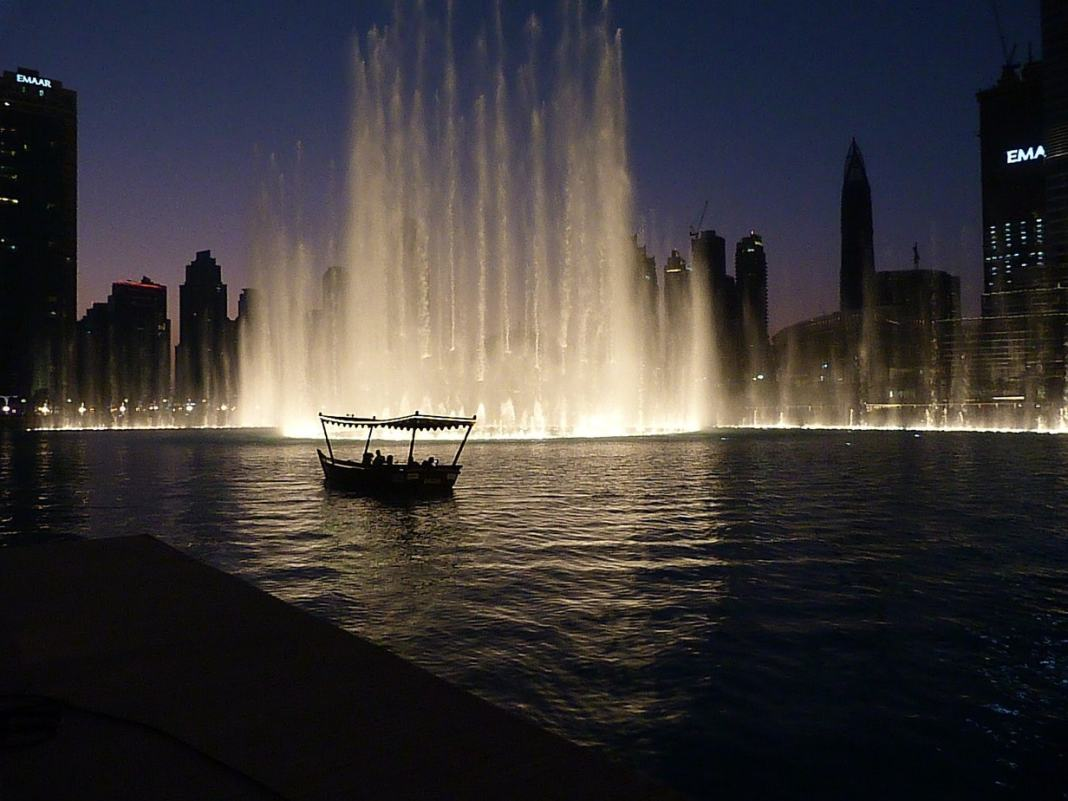 One day in Dubai - #dubai #sightseeing #miracelgarden #dubaimall #dubaiframe #travel #travelblog #oldtown #architecture #history #thingstodo #boats #itinerary #desert #architecture #traveldubai #traveltips #asia #UAE