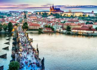 The top 10 places you must see in Prague - #prague #czechrepublic #czech #praha #castle #charlesbridge #oldtown #church #astronomicalclock #clock #whattosee #whattodo #travel #sightseeing #library #petrin