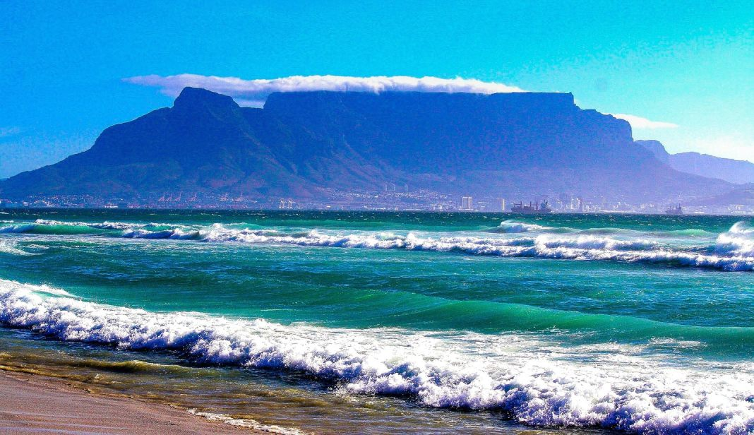 The ultimate guide to South Africa. The Top 10 spectacular regions in the country - #southafrica #travel #whattosee #capetown #UNESCO #tablemountain #travelblogger #durban #drakensberg #kwazulu #wine #whentogo #beach #ocean #watersport #knysna #gardenroute #karoo #mountains #safari #krugerpark