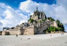 10 of the best places in Normandy - #normandy #france #travel #travelblogger #travelblog #montstmichel #entretat #cider #honfluer #rouen #caen #castle #deauvuille #calvados #giverny #monet #bayeux #chateau