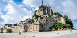 10 of the best places in Normandy - #normandy #france #travel #travelblogger #travelblog #montstmichel #entretat #cider #honfluer #rouen #caen #castle #deauvuille #calvados #giverny #monet #bayeux #chateau