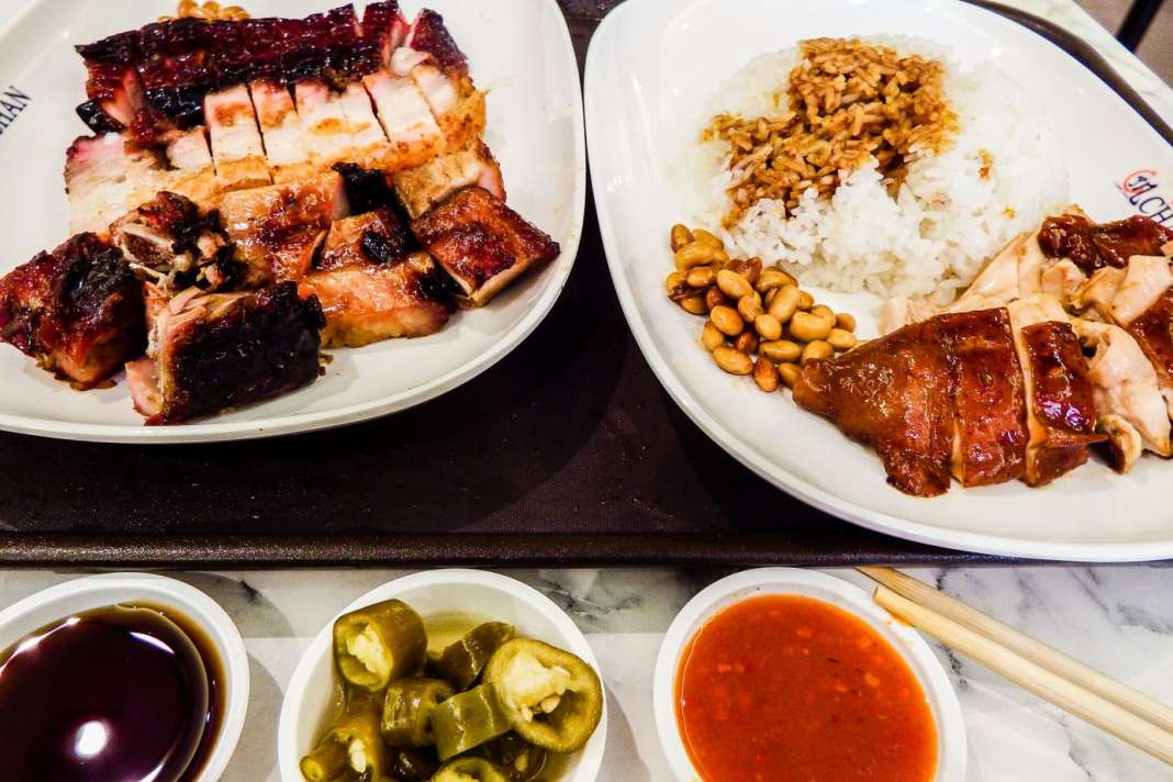 Discover the iconic food of Singapore - #singapore #foodie #travel #foodieguide #noodles #crab #SEAsia #SEAsiafood #gourmet #history #nonya #peranakan #hawker #hawkerchan #michelin