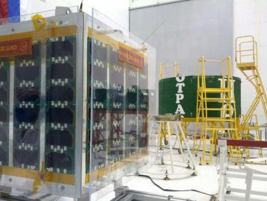 Unisat-5 mentre viene integrato nel lanciatore DNEPR LV
