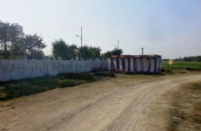 पुलिस की निगरानी में रामनगर में बंधक हैं सैकड़ों मतदाता