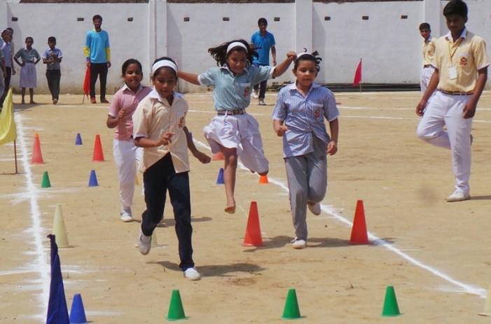 स्पोर्ट्स डे पर ब्लूमिंगडेल स्कूल में हुईं खेल प्रतियोगितायें