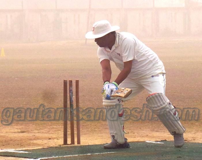 क्रिकेट खेलते समय जिलाधिकारी पवन कुमार का अंगूठा टूटा