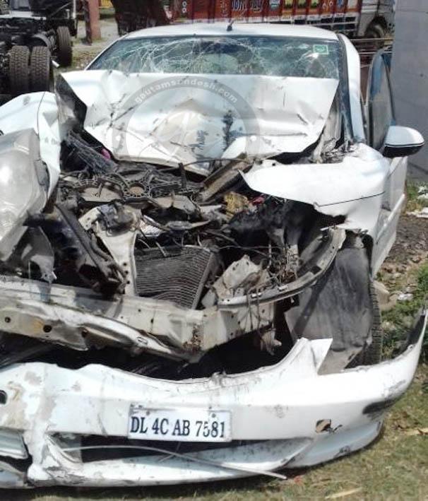 बदमाश कार छोड़ कर भागे, थाने लाते समय कार टकराई, दो दारोगा व चालक घायल