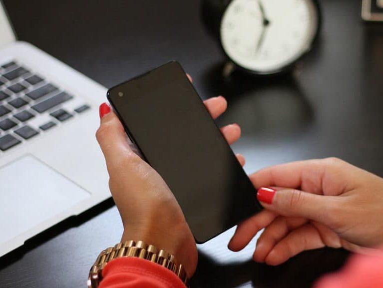 הטלפון החכם גורם להשמנה