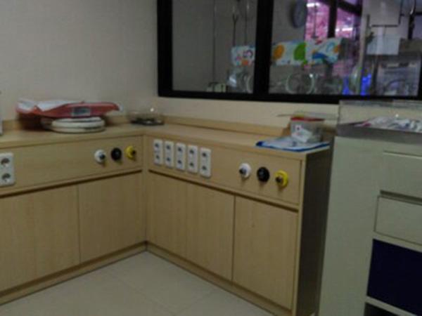 meja-ruang-instalasi-rumah-sakit