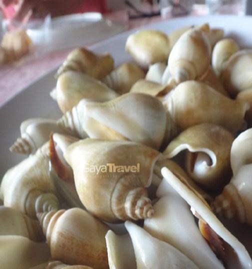 Batam - The Golden Prawn 555 Restaurant - The Dog Conch Snails