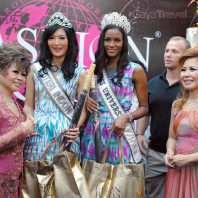 Fashion World was visited by the current Miss Universe Leila Lopes and Miss Indonesia Maria Selena