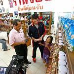 Grabbing chance to buy souvenirs in Phuket