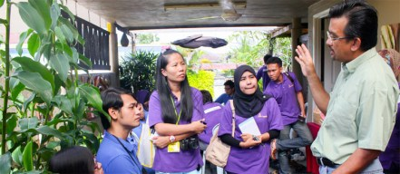The delegates of KKS 2012 interviewing the man behind the Qistina Wood Craft