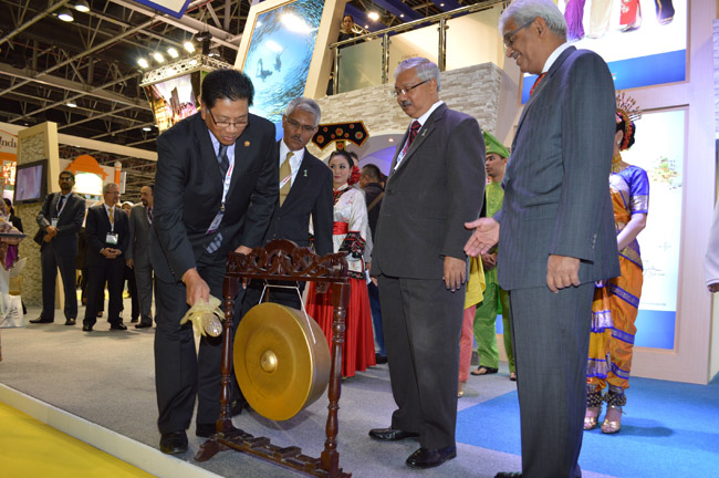 HE Dato Ahmad Anwar Adnan Malaysian Ambassador to UAE hits gong to launch Malaysia Pavilion