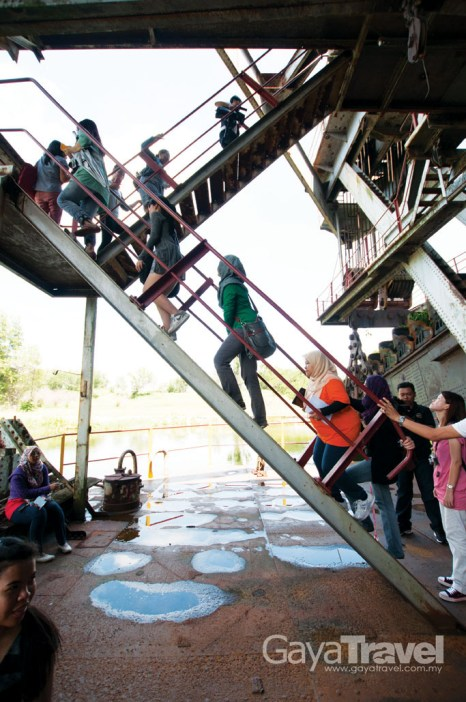 Travellers should ask the museum's management whether is it permissible to climb up the tin dredge's upper level.
