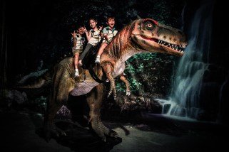 Dinoscovery - Children experiencing riding the T-rex