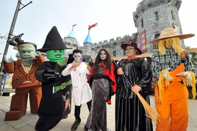 Halloween Brick-Or-Treat Party Nights at LEGOLAND Malaysia Resort