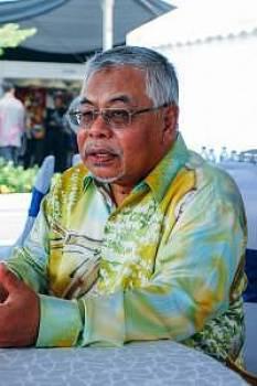 YB Dato' Haji Mohd Fadzli Yusof