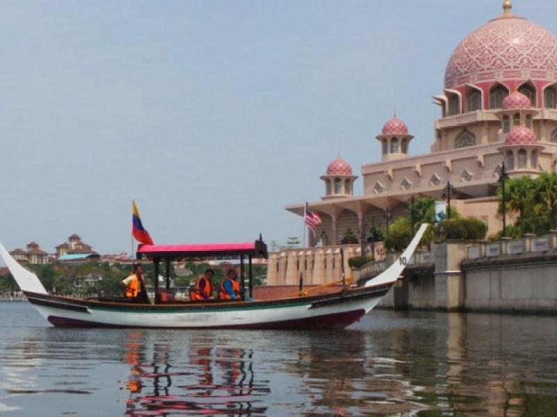 13 Places To Play Tourist at Putrajaya