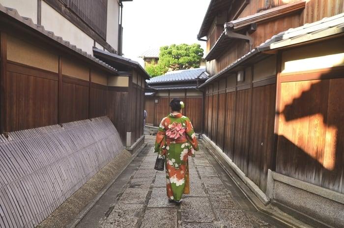 Strolling down Higashiyama street dressed in kimono.