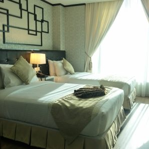Stylish and cozy guestroom