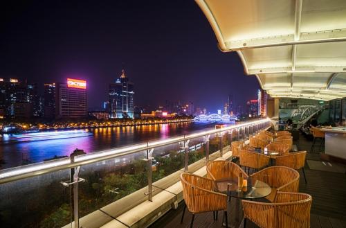 Peal_river_side_at_BAR_3307x2179