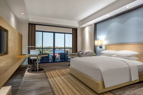 The Deluxe King guestroom at Courtyard by Marriott Siem Reap