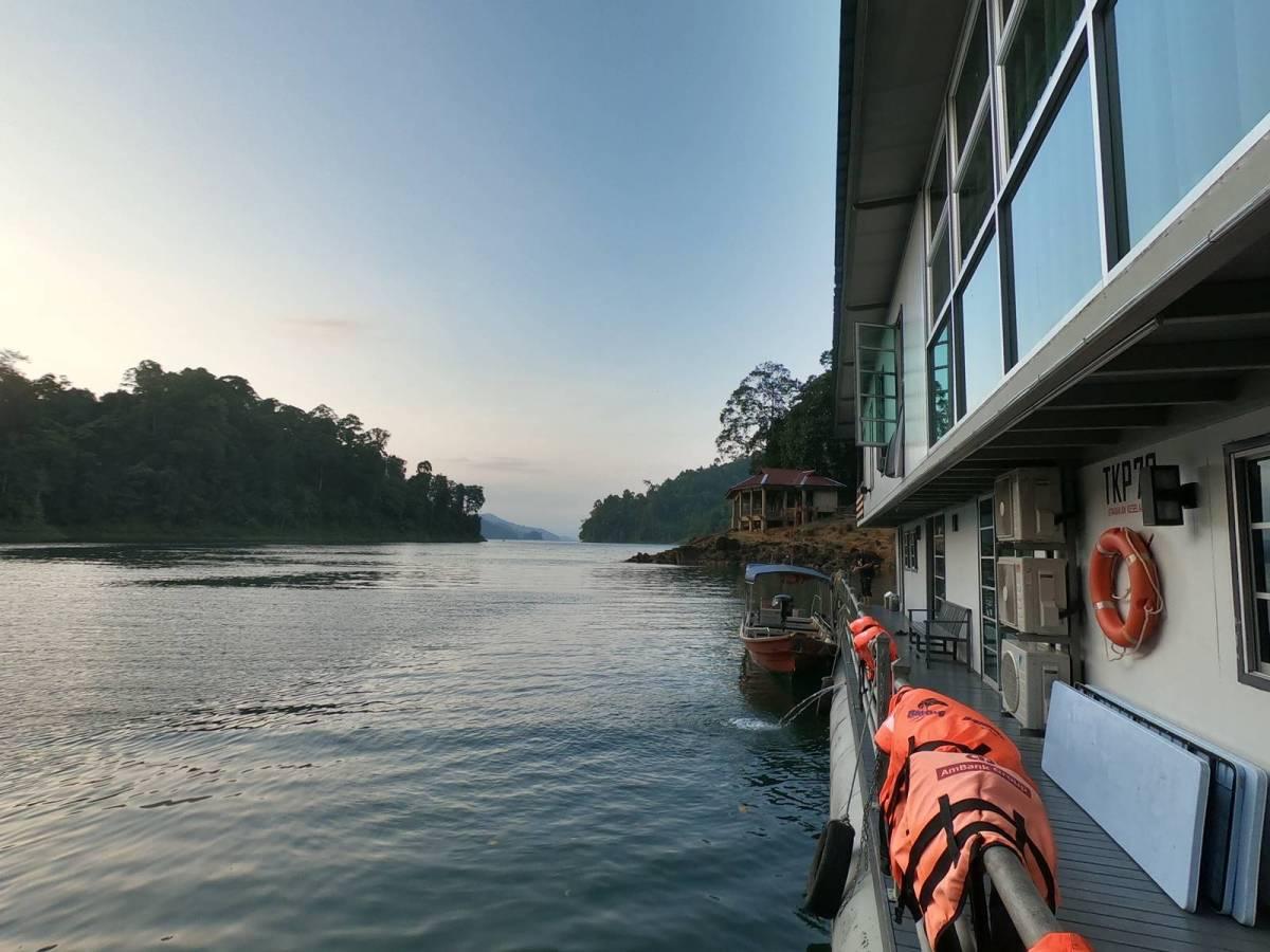 Houseboat in Kenyir