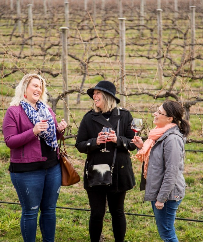 Friends enjoying a wine tasting at Rowlee Wines, Nashdale in the Orange wine region (Image credit to Destination NSW)