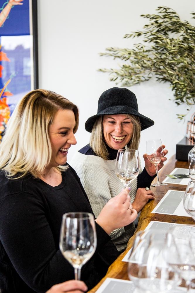 Friends enjoying a wine tasting at Rowlee Wines, Nashdale in the Orange wine region (Image credit to Destination NSW)