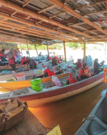 Pantai Suri Floating Market