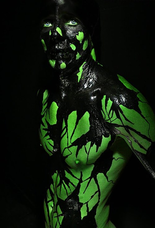 Awesome and slightly scary male body painting