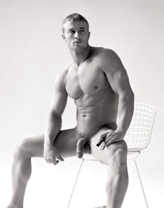 Derrick Davenport - Muscle Posing